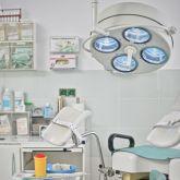 Ferienwohnung-KlinikWelt-Untersuchungsraum-OP-Lampe