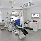 Ferienwohnung-KlinikWelt-Untersuchungsraum-OP-Tisch