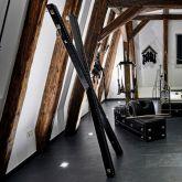 SM-Apartment-SchwarzeWelt-Spielraum-Andreaskreuz