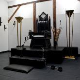 SM-Apartment-SchwarzeWelt-Spielraum-Thron